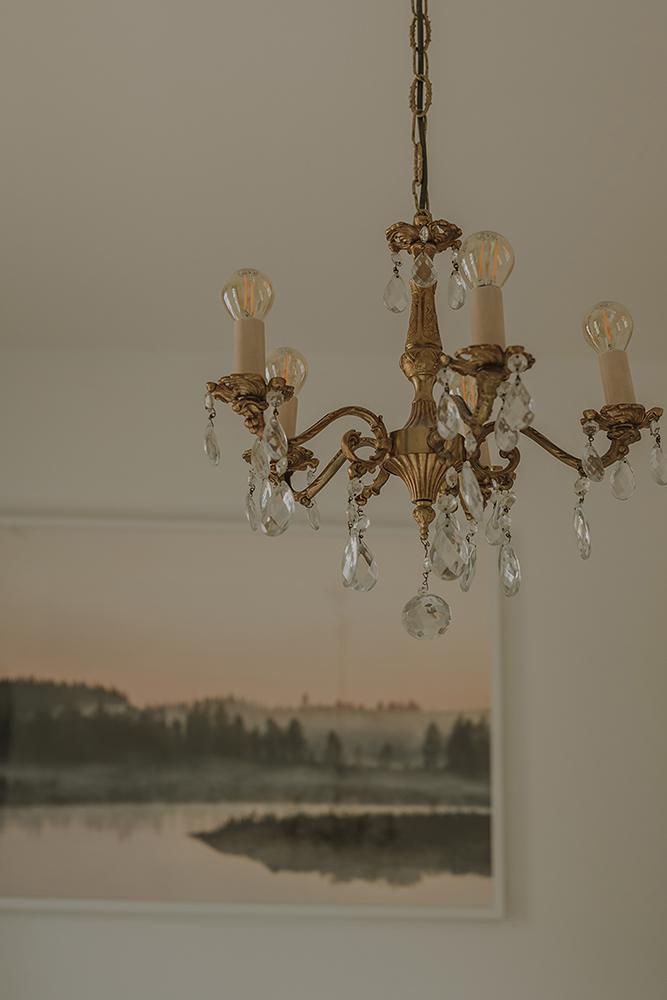 boudoir+fotograf+morgongava+skane+chandelier+malmo.jpg