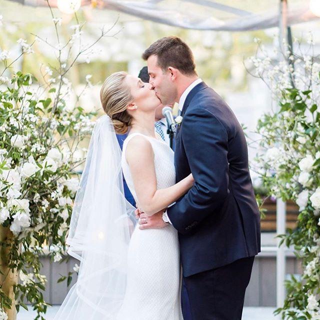 Those cheekbones though 😍 so much fun getting this beautiful bride wedding day ready! Congratulations Kelly + Chris 🥂 • • • • • #contouredbychrissy #makeup #mua #motd #cosmetics #contour #beauty #bride #bridal #bridalmakeup #naturalnakeup #wedding #weddingmakeup #wakeupandmakeup #freelance #artist #makeupartist #bridesmaid #bridesmaidmakeup #love #nyc #nycbride