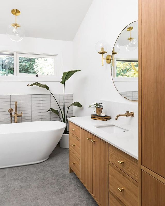 Happy Friday everyone! We hope you enjoy this bathroom transformation 💛 Swipe to see what it looked like before.