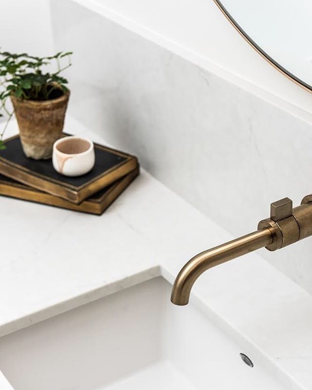 Happy Monday! How beautiful is this wall mount Litze lavatory faucet @brizofaucet 😍 photo @jodybeckphotography