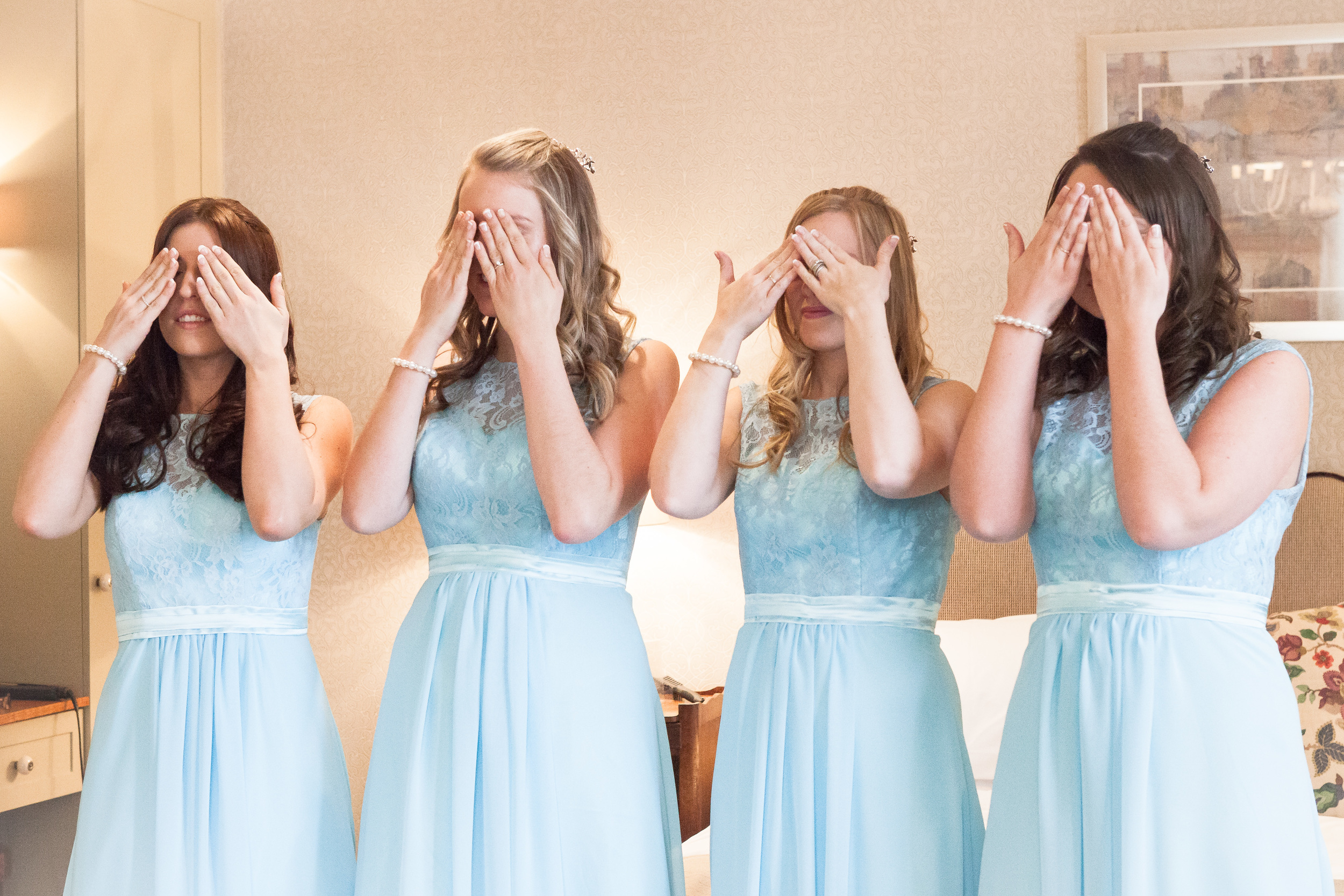All the fun and excitement of the bridal preparations are caught easily with the 24-70mm lens.