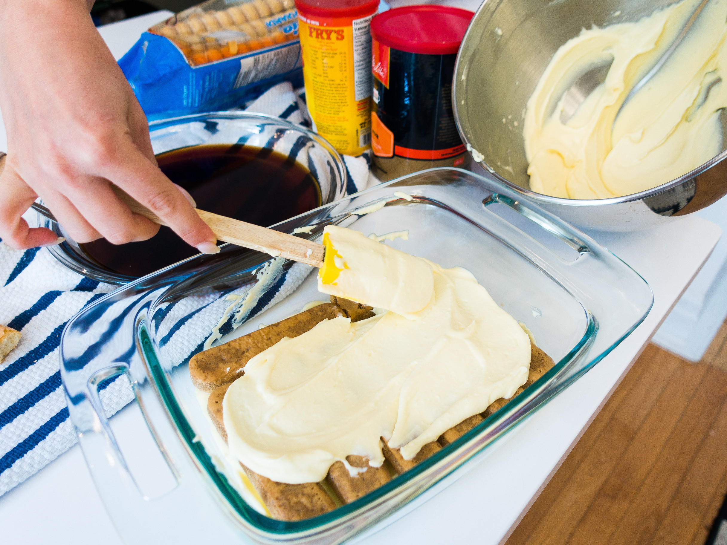 Add another layer of cream. Repeat until done.
