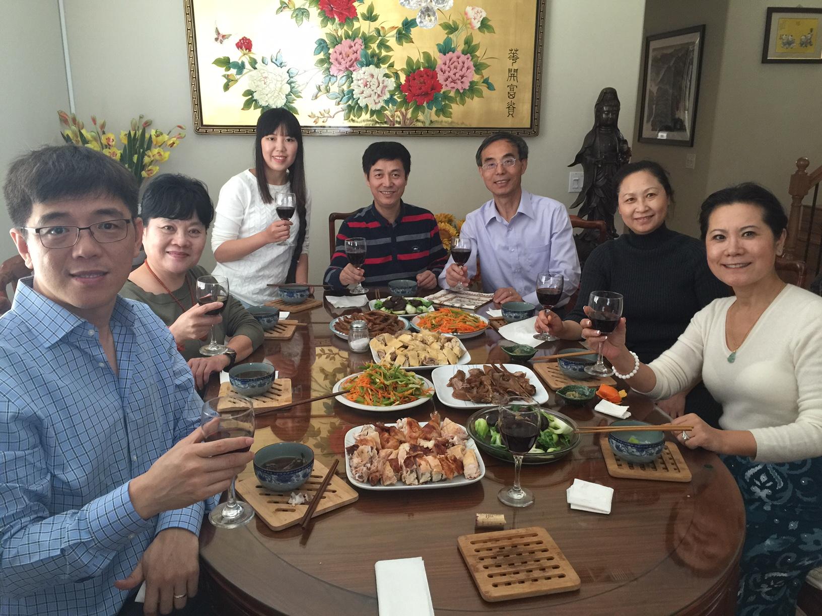 右起:主席李岘、理事齐滨英、副主席何绍义、财务长王智、理事文昊、秘书长许晓妮、副主席孙兴华於2016年3月20日第四次理事会上。