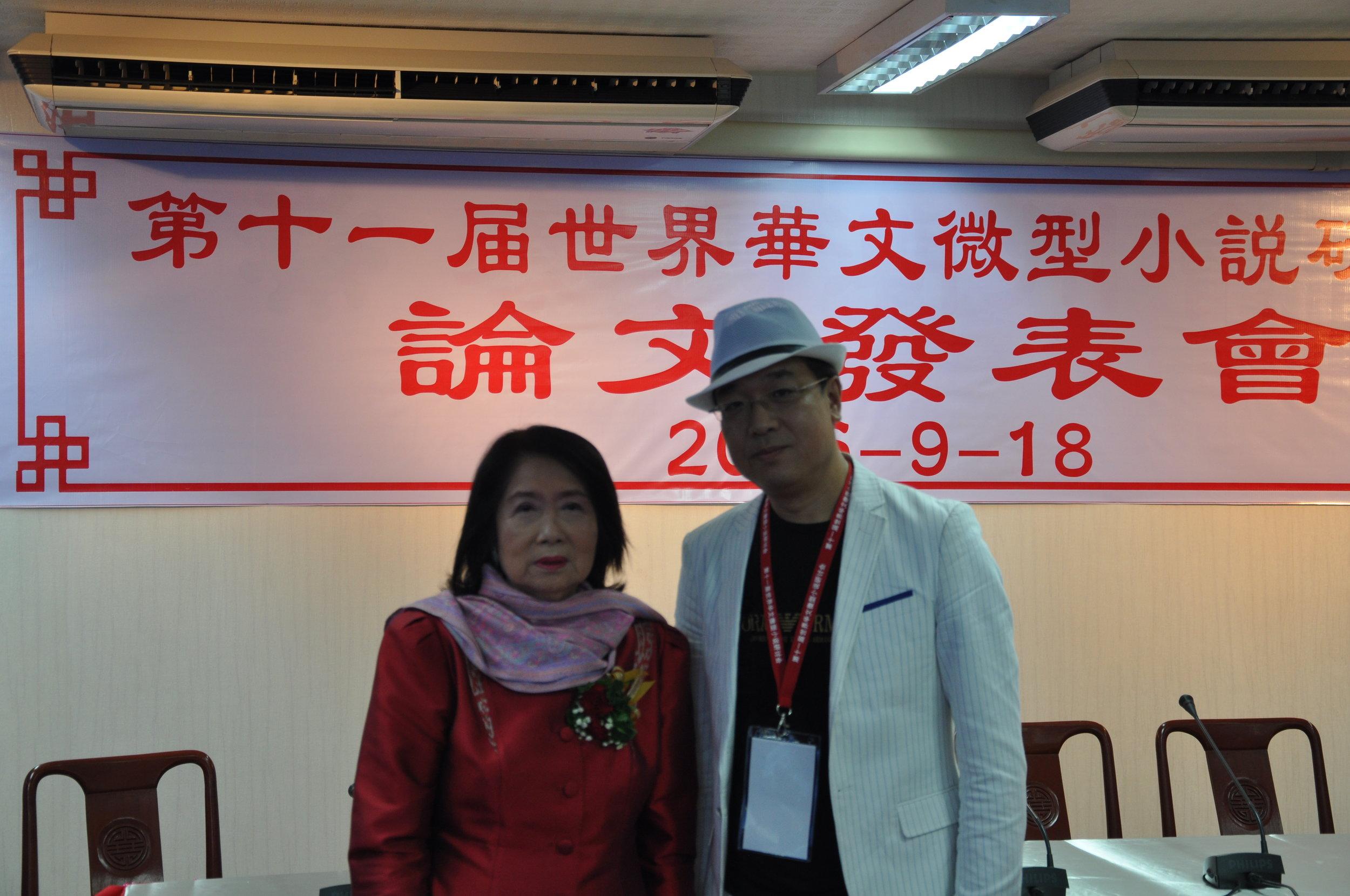 美中作协顾问李凡予与泰国华文作家协会梦莉会长合影留念