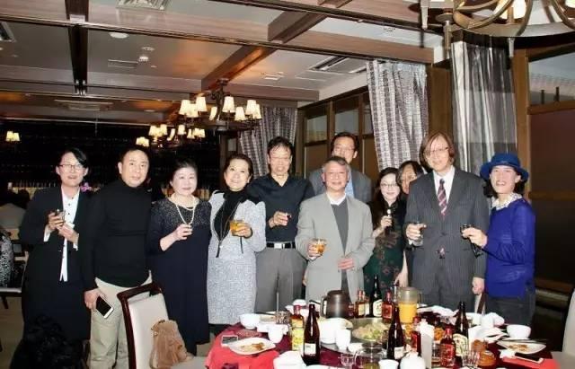 (左3华纯会长,左4李岘主席。)