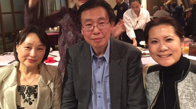 (左1是日华笔会事务局局长、诗人弥生女士;左2是笔会资深会员刘迪教授)