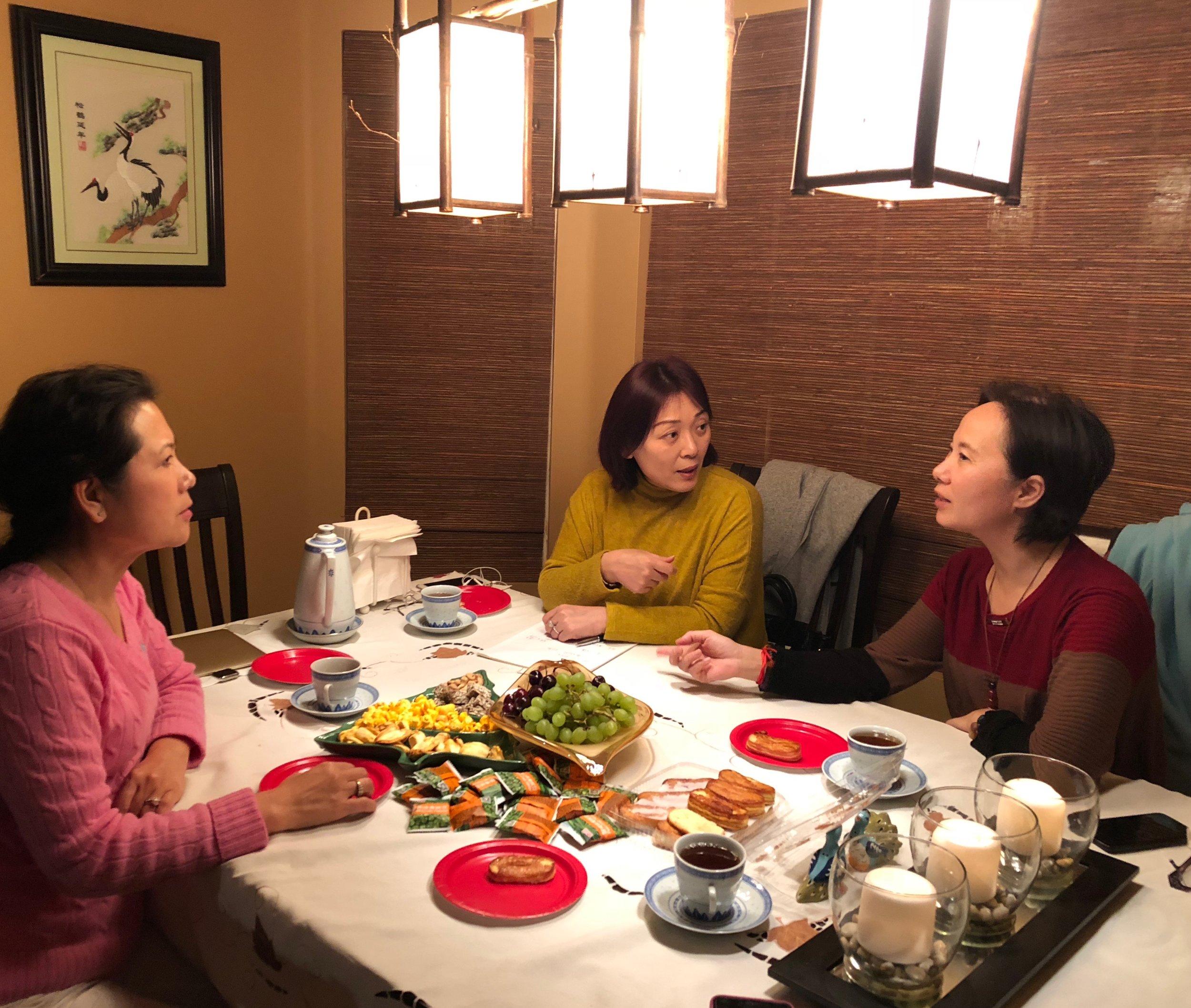 左起:主席李岘、主编李丹、主播郭炆艳
