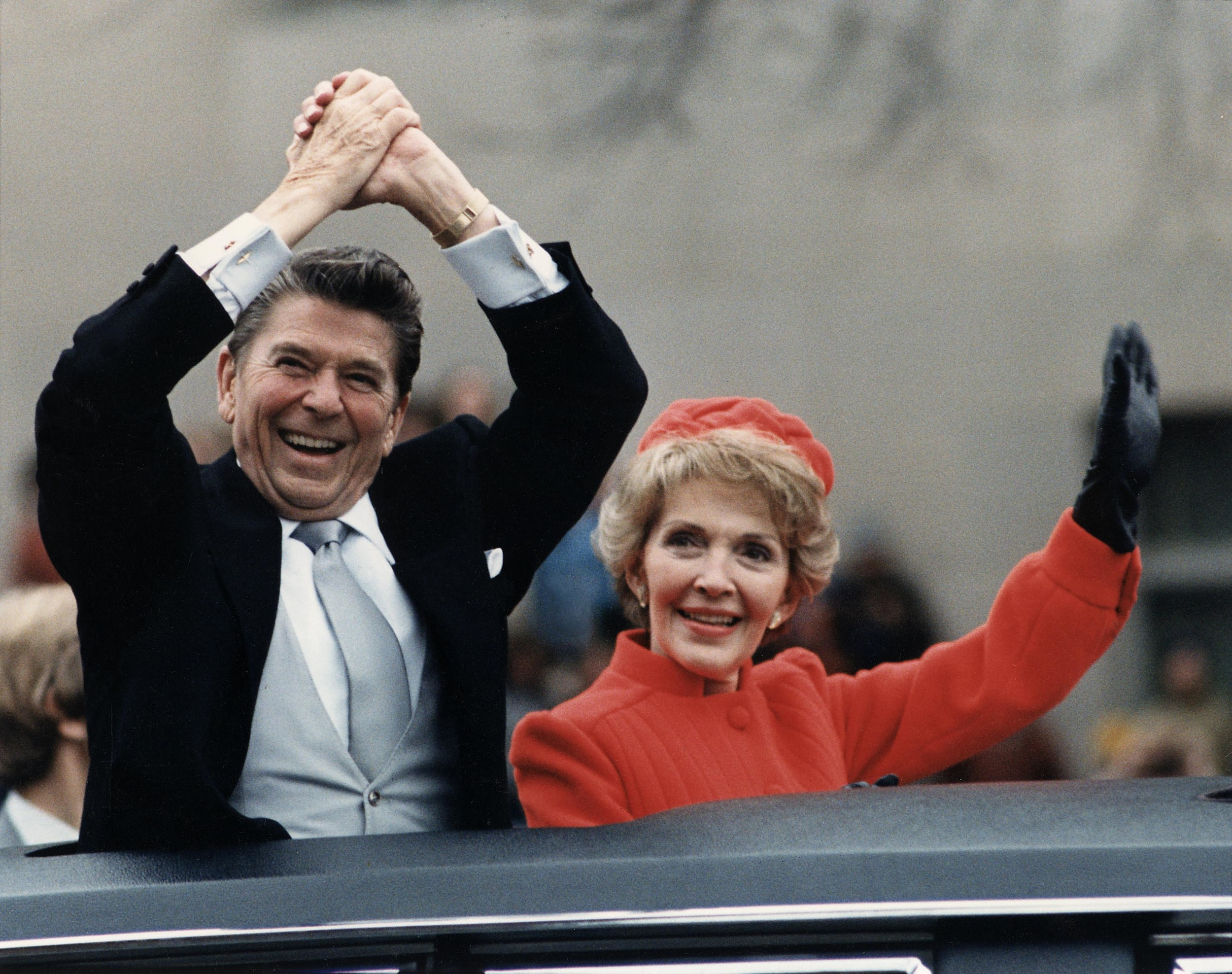 The_Reagans_waving_from_the_limousine_during_the_Inaugural_Parade_1981.jpg