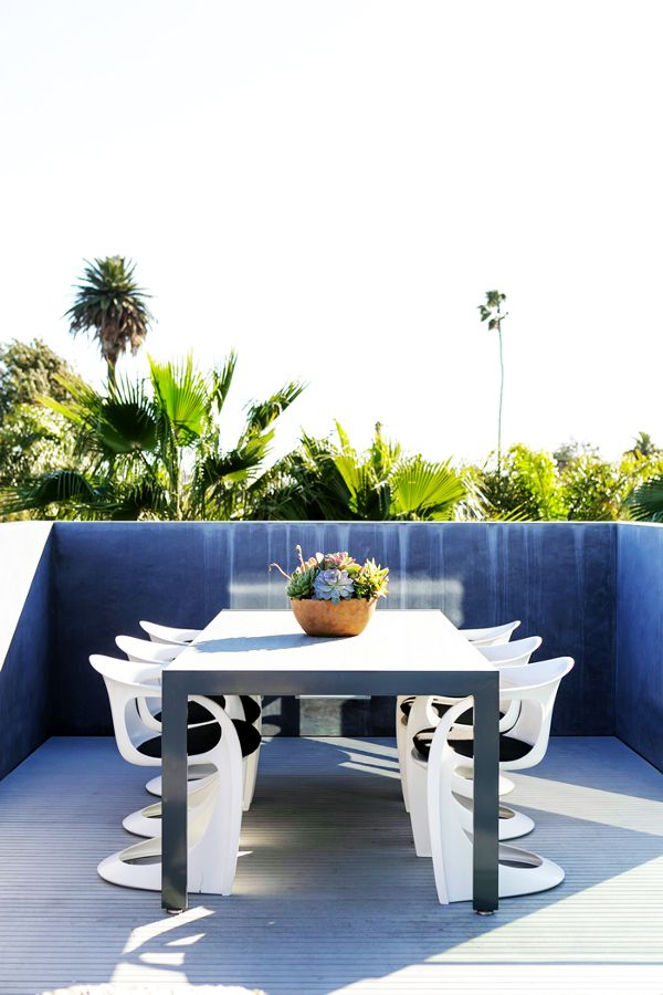 Home Tour: A Fashion Designer's Modern Venice Beach Abode - Warm textures paired with sleek materials.MyDomaine