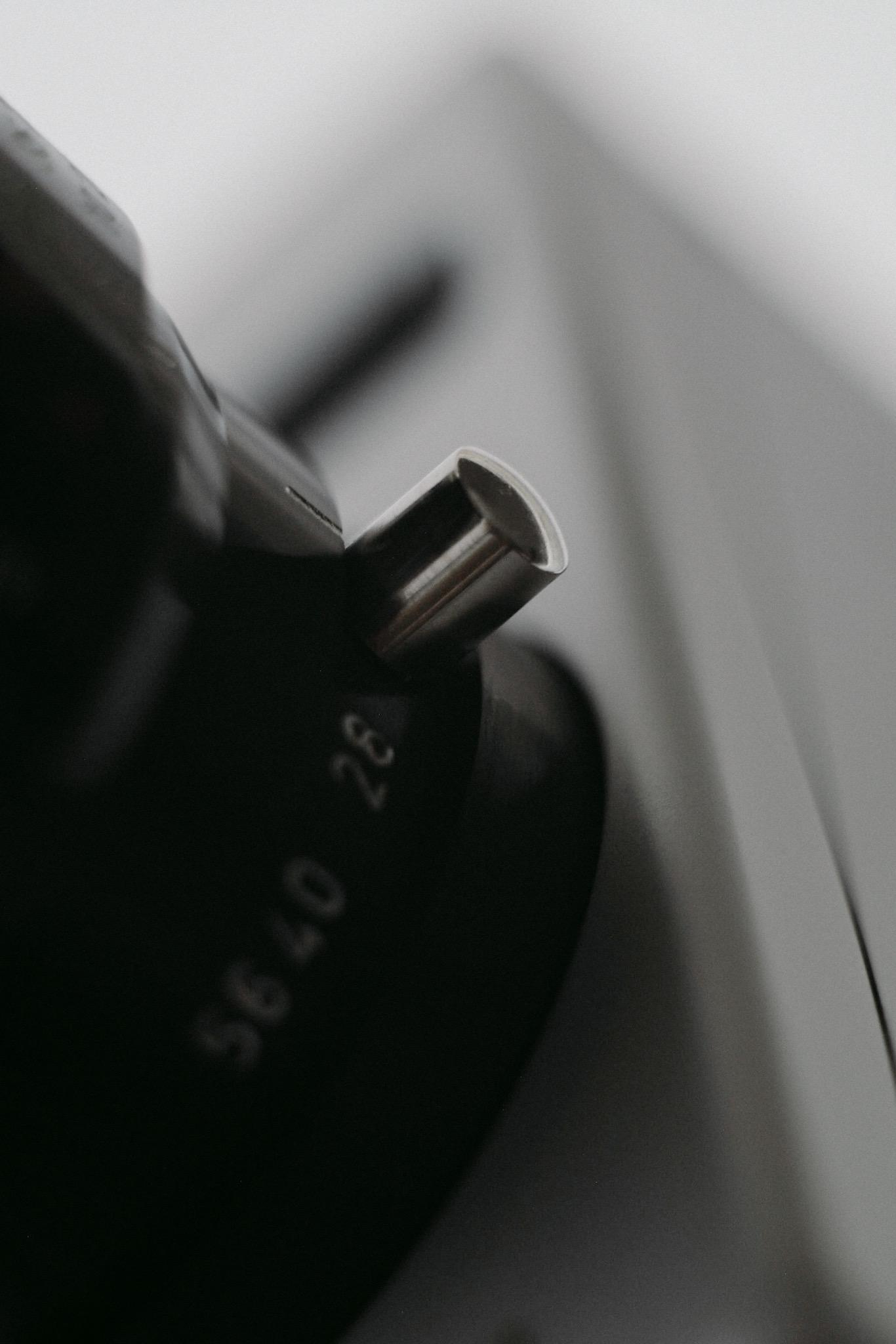 Nizo S56 — smooth movements, engaging dials