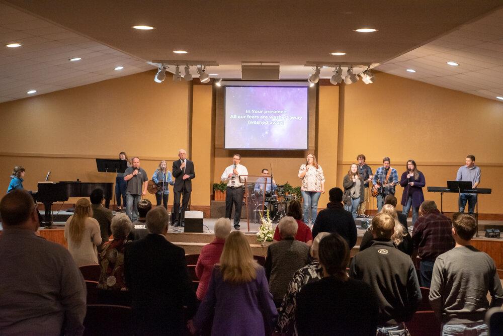 Worshipping at South Park Baptist-0625.jpg