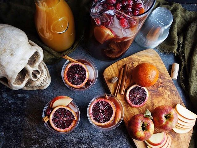 This Saturday has us feeling particularly witchy. If you're feeling the same way, visit @windycitydinnerfairy's profile, where you can get the recipe for this spooky Halloween sangria! It'll make you scream. 📸: @windycitydinnerfairy