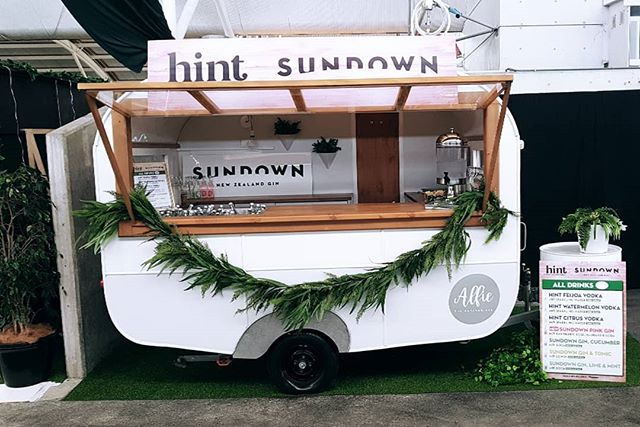 Alfie is the perfect caravan bar to decorate with your own theme or design. We were lucky enough to work with premium liquor for @hintnzvodka and @sundown.gin . If you havnt already tried these products you should, they are a healthy option, taste amazing, are 100% natural and have no carbs!