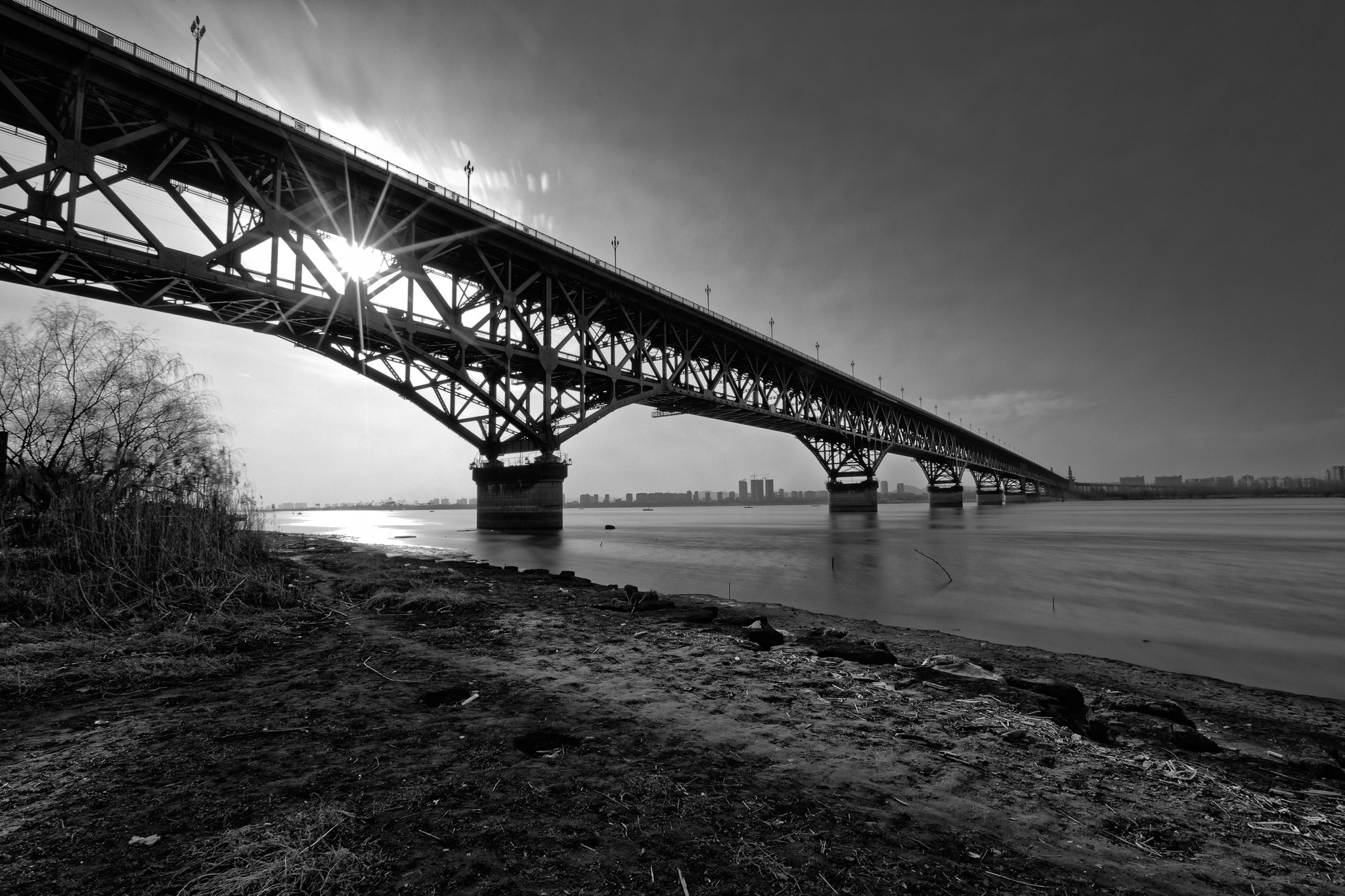 Nanjing_Yangtze_River_Bridge_Sihlouette_A.jpg