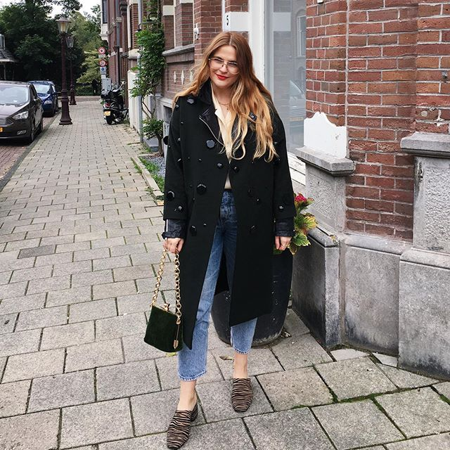 This outfit is not 🚲 appropriate 🥴 #amsterdaproblems But I am warm thanks to @gemmarosebreger's (from @thisismothership) genius tip to layer your leather jacket under your coat so you can wear it through winter and it jazzes up your outfit! Wow, thankfully I don't write about fashion... 'jazzes up'. Alright, nana 🙄 Photo: @nicoleballardini . . . #ootd #autumn #fallfashion #autumnfashion #topshop #asos #redlipstick #balayageombre #styleinspo