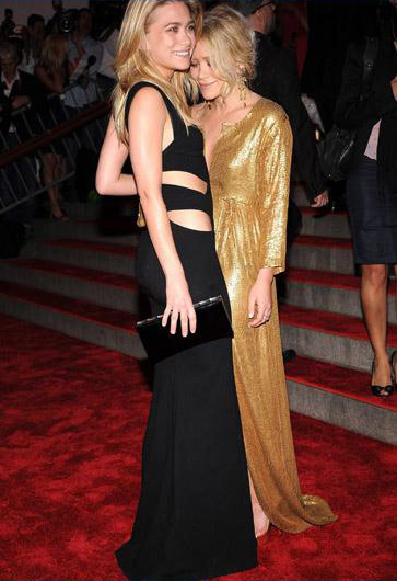 Mary and Ashley Kate Olsen, Met Gala, New York, 2008