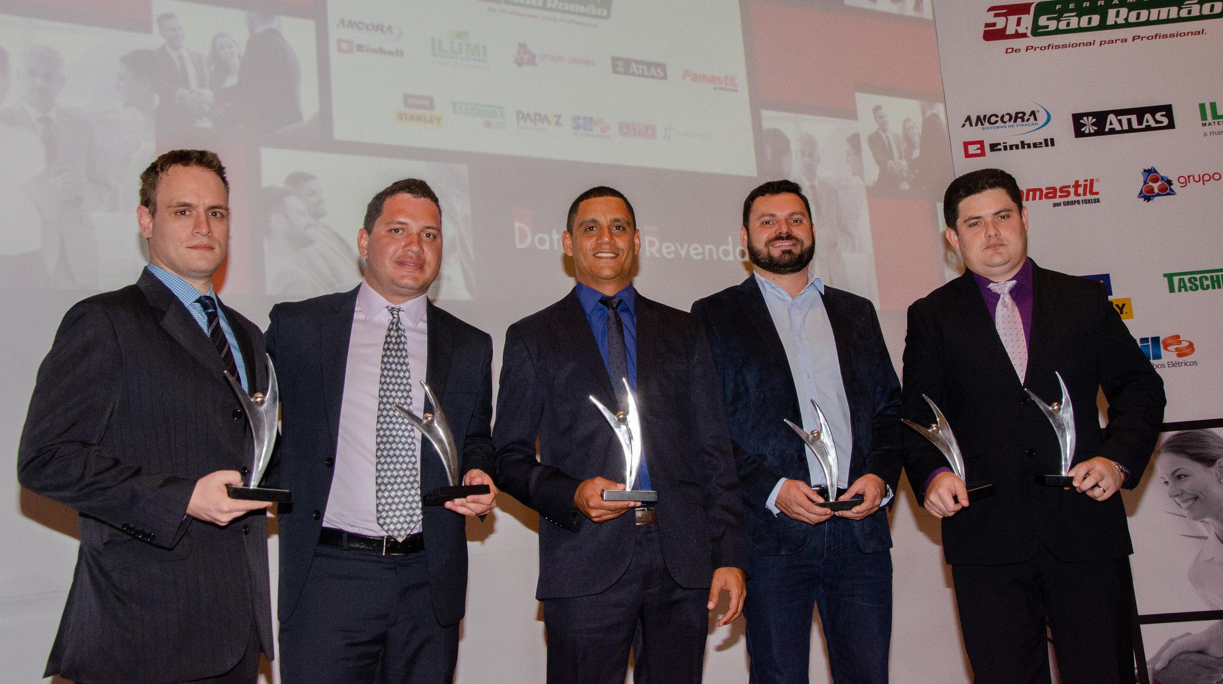 Da esquerda para a direita, Rodrigo Sessegolo (Diferpan), Alexandre Martins (Nova Casa), Leandro Dias (Construjá), Danilo Pires (Mercante) e Assis Bezerra (Maia), todos representates de distribuidoras que formam o grupo G8.
