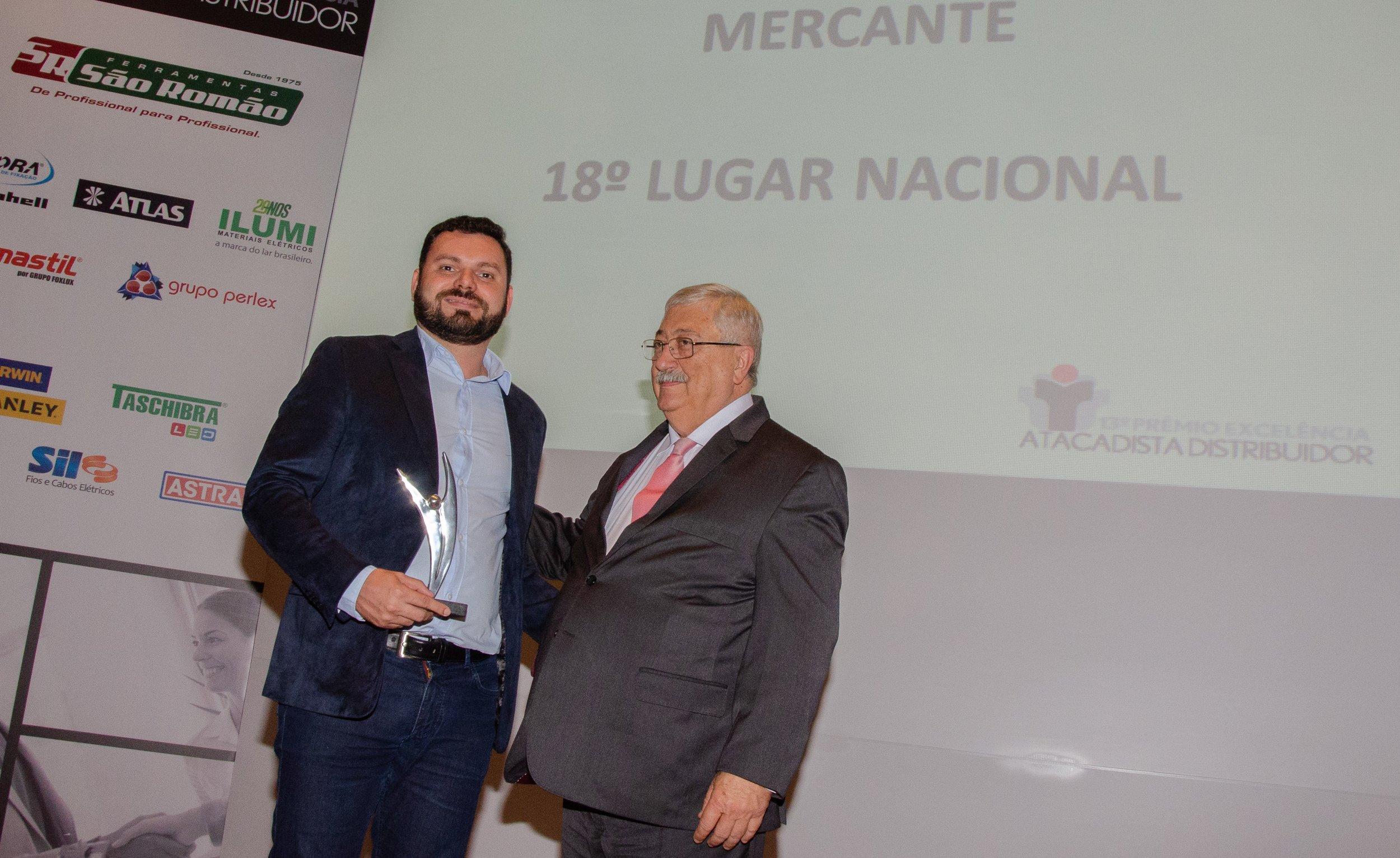Danilo Mercante sendo premiado.jpg
