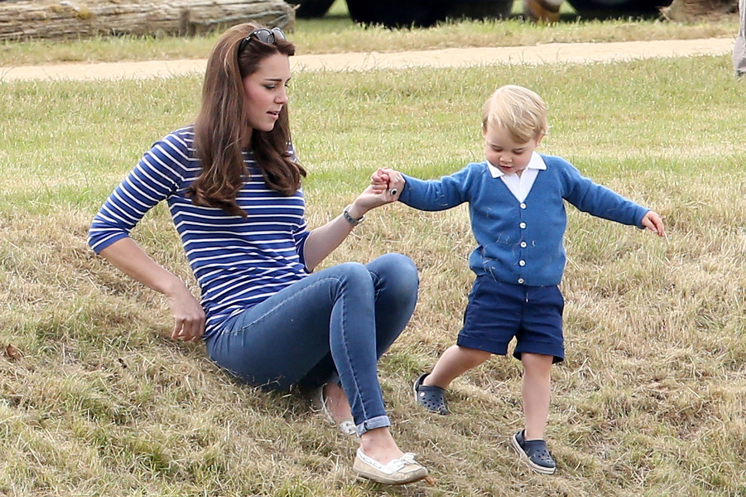kate-middleton-prince-george-crocs.jpg