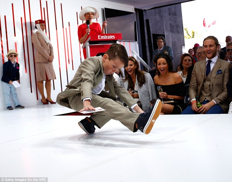 2E31A6FB00000578-3308048-A_Junior_Boy_Fashions_on_the_Field_entrant_break_dances_on_the_r-a-45_1446877801360.jpg