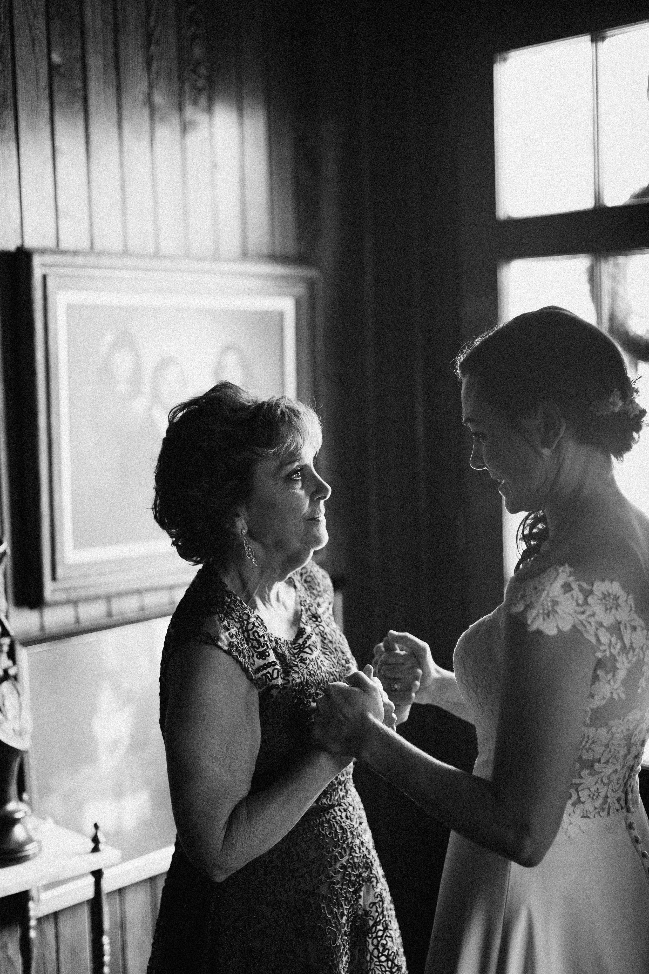 cleveland_georgia_mountain_laurel_farm_natural_classic_timeless_documentary_candid_wedding_emotional_photojournalism_river_west_1203.jpg