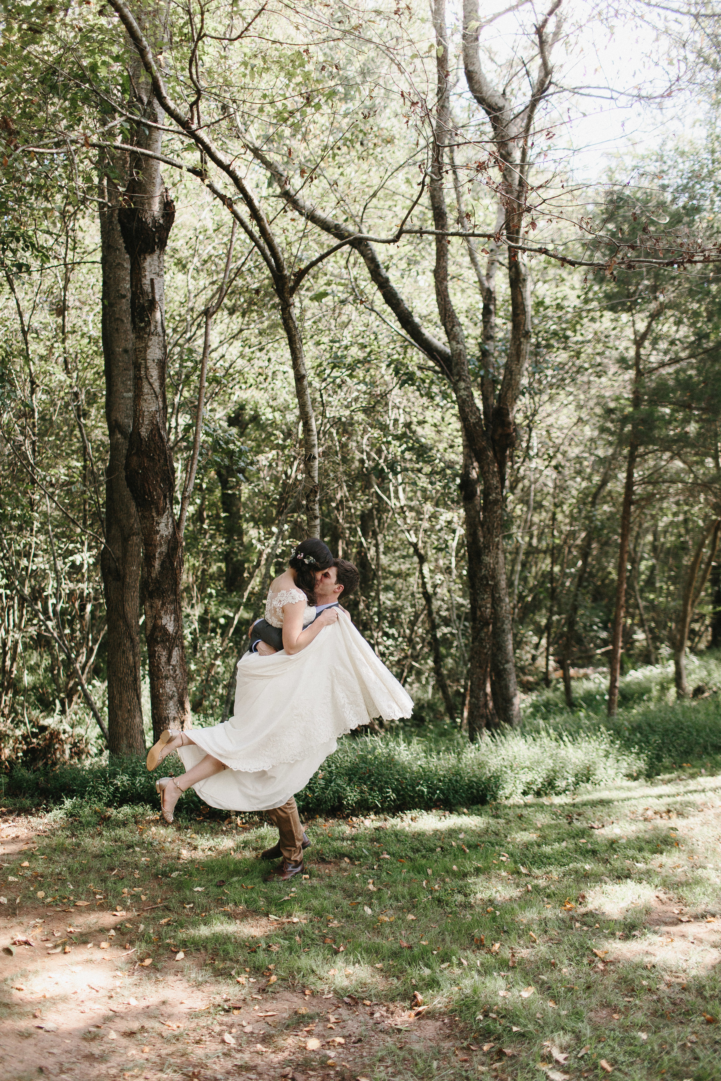 cleveland_georgia_mountain_laurel_farm_natural_classic_timeless_documentary_candid_wedding_emotional_photojournalism_river_west_1362.jpg
