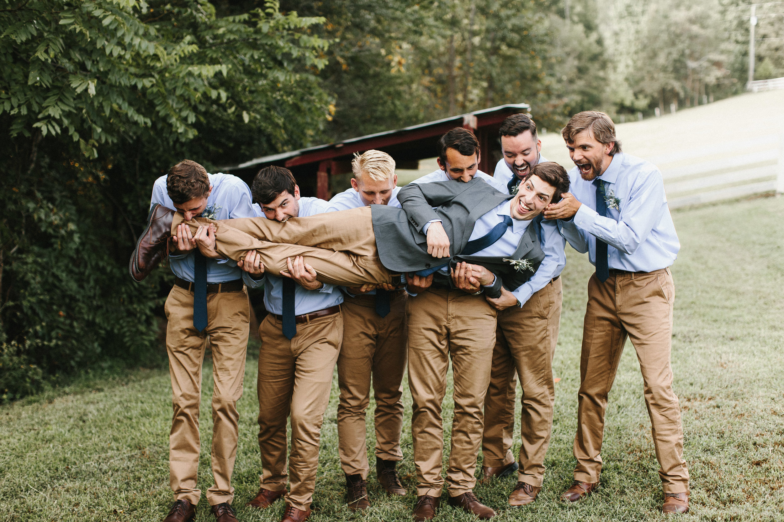 cleveland_georgia_mountain_laurel_farm_natural_classic_timeless_documentary_candid_wedding_emotional_photojournalism_river_west_1518.jpg