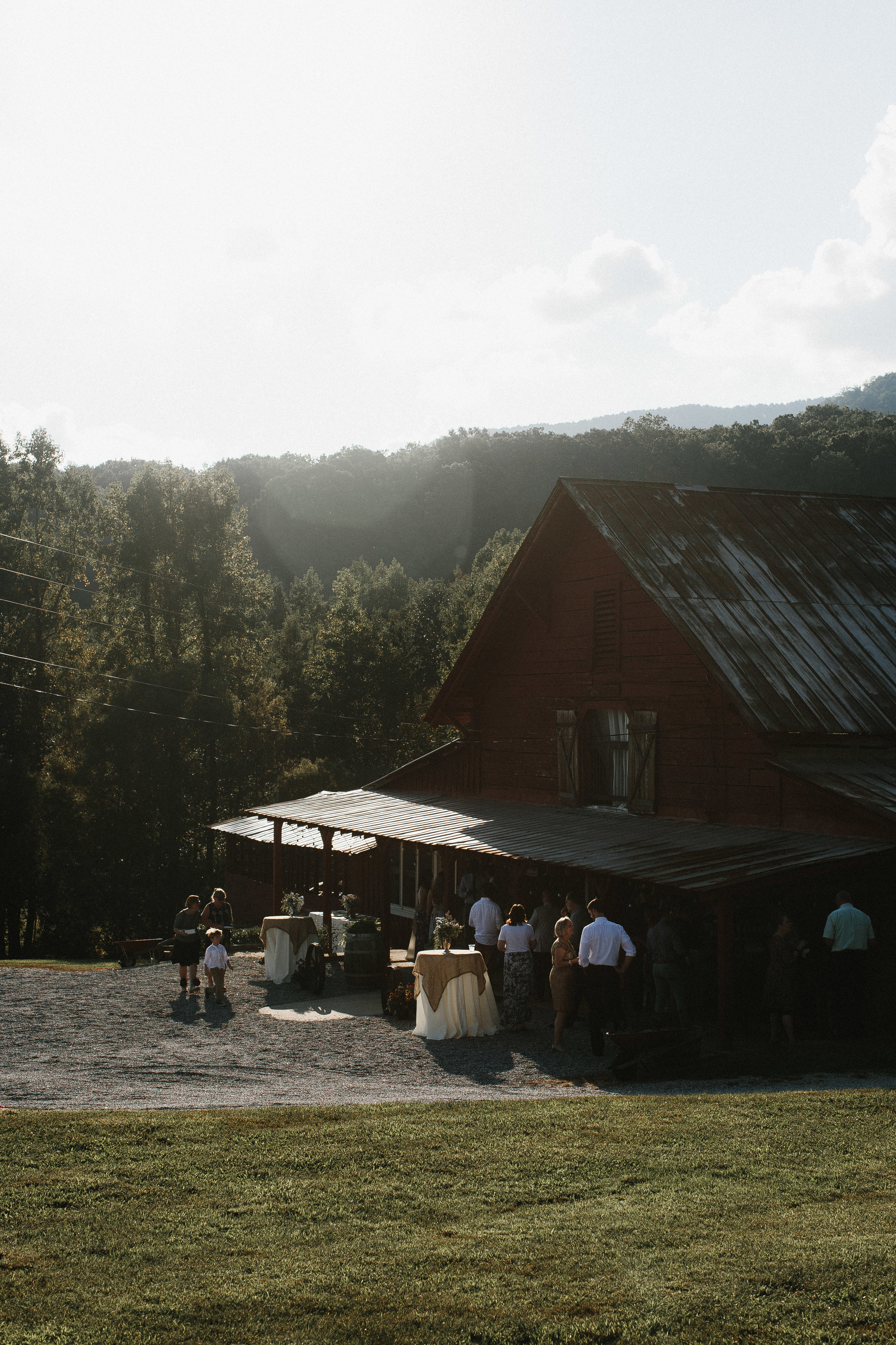 cleveland_georgia_mountain_laurel_farm_natural_classic_timeless_documentary_candid_wedding_emotional_photojournalism_river_west_1590.jpg