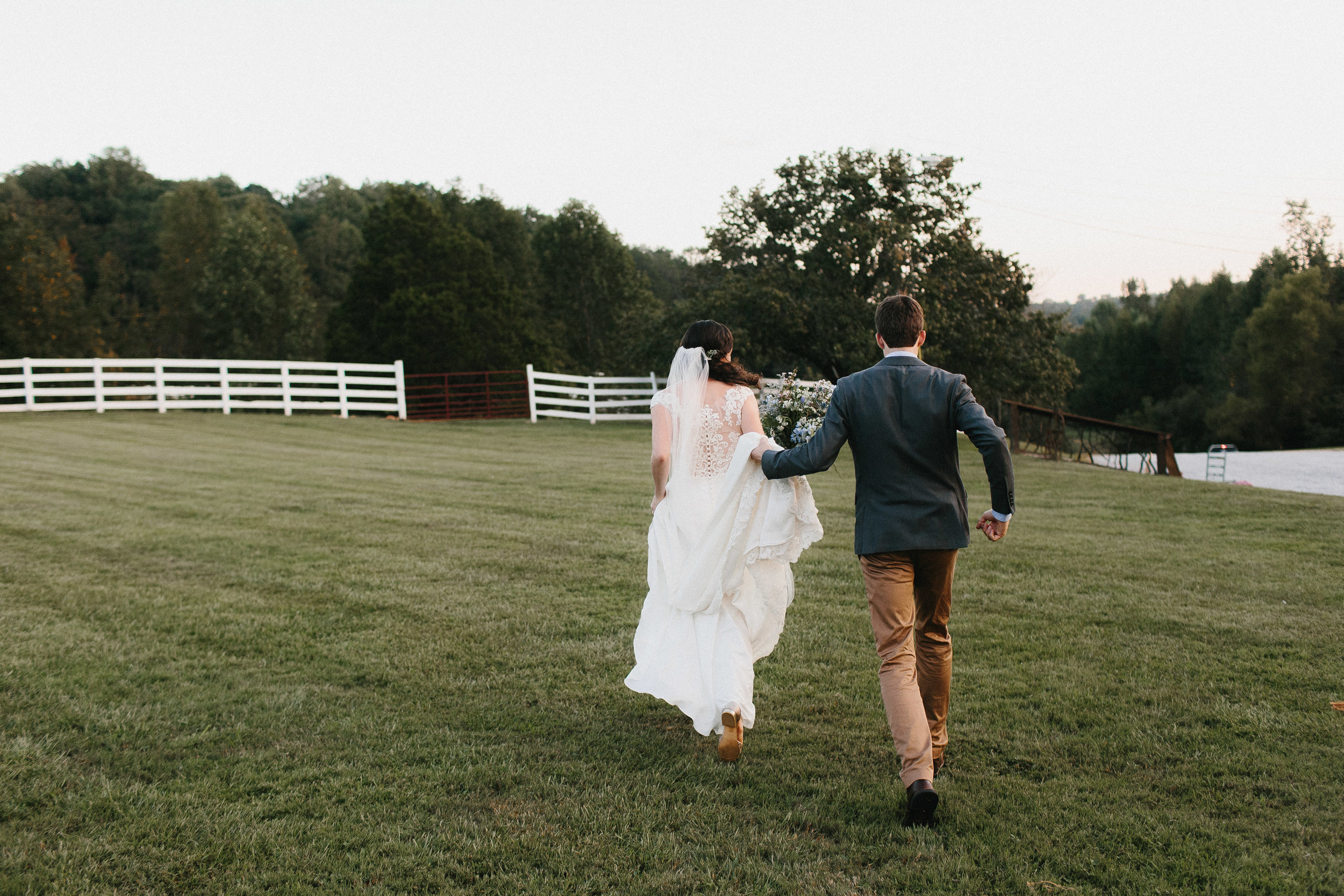 cleveland_georgia_mountain_laurel_farm_natural_classic_timeless_documentary_candid_wedding_emotional_photojournalism_river_west_1778.jpg
