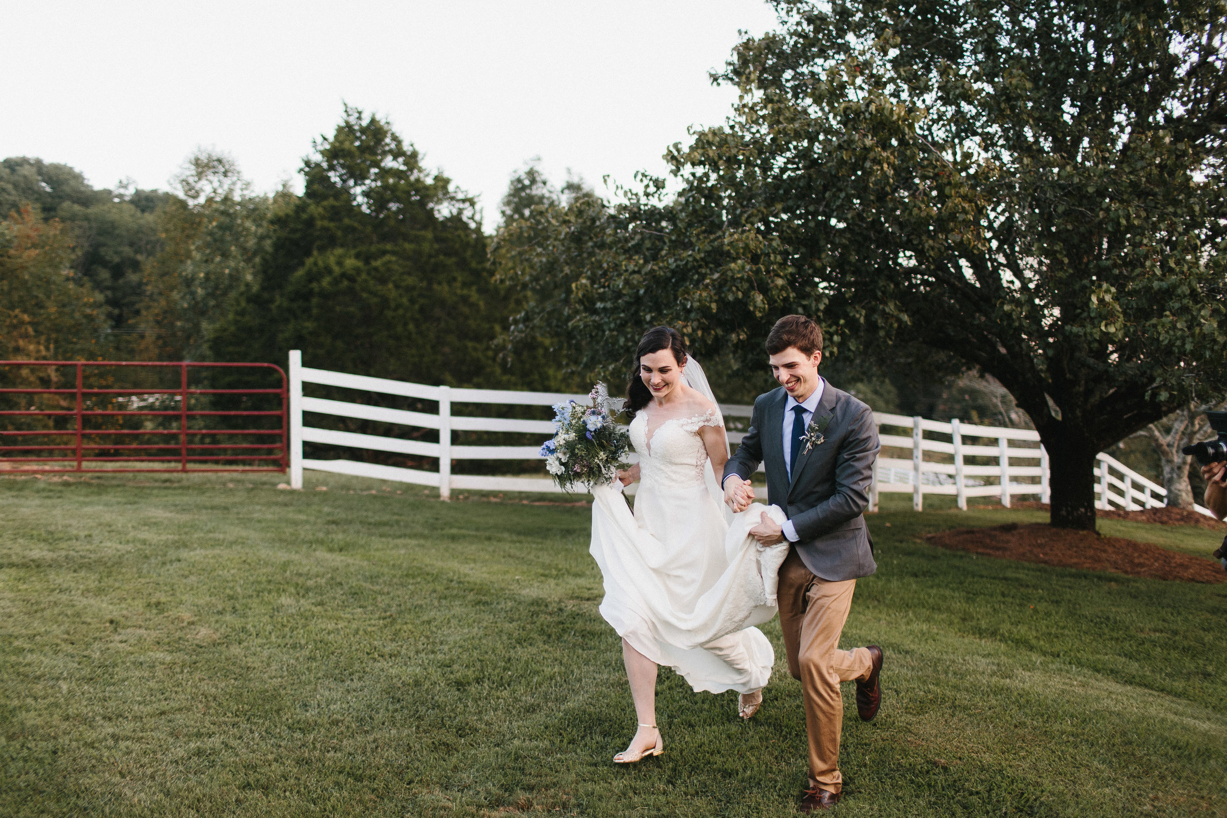 cleveland_georgia_mountain_laurel_farm_natural_classic_timeless_documentary_candid_wedding_emotional_photojournalism_river_west_1786.jpg