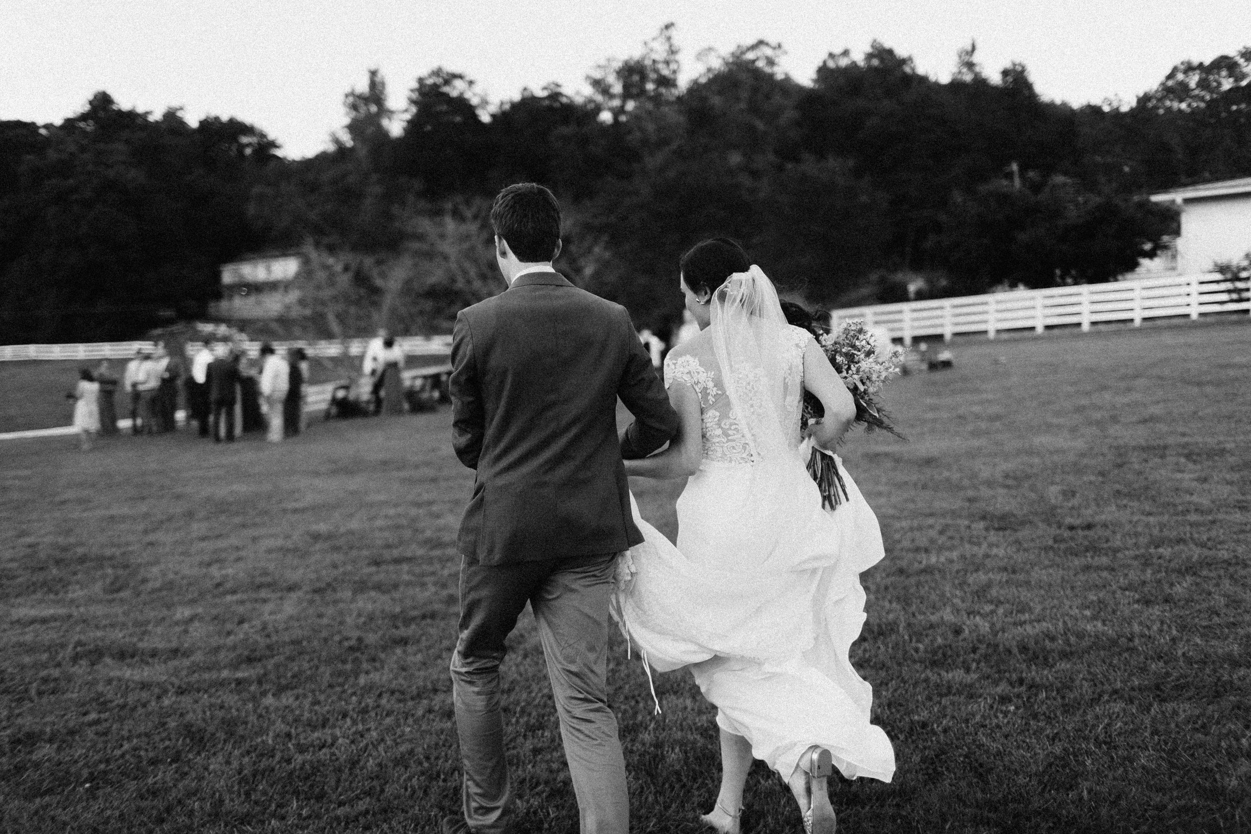 cleveland_georgia_mountain_laurel_farm_natural_classic_timeless_documentary_candid_wedding_emotional_photojournalism_river_west_1787.jpg