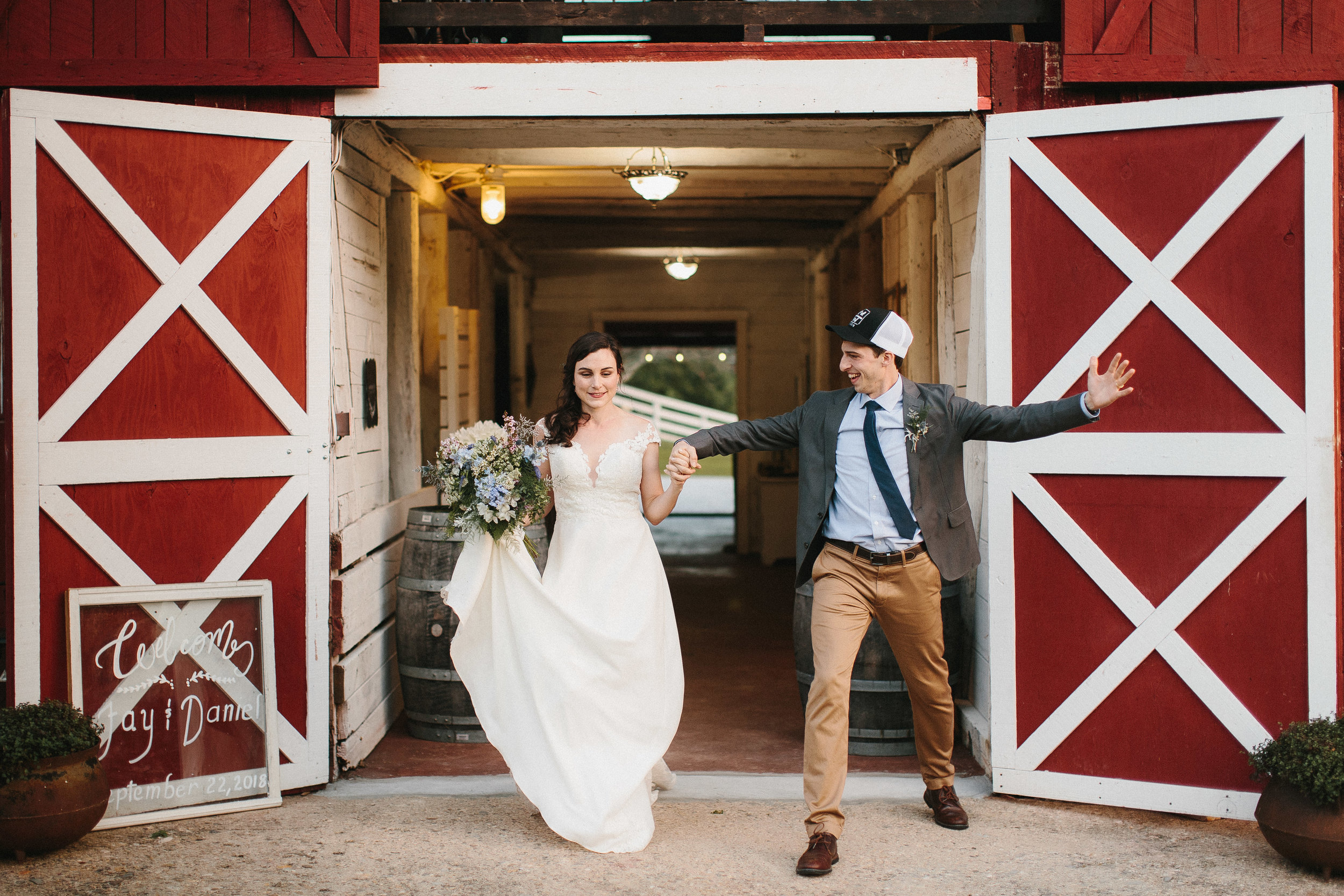 cleveland_georgia_mountain_laurel_farm_natural_classic_timeless_documentary_candid_wedding_emotional_photojournalism_river_west_1886.jpg