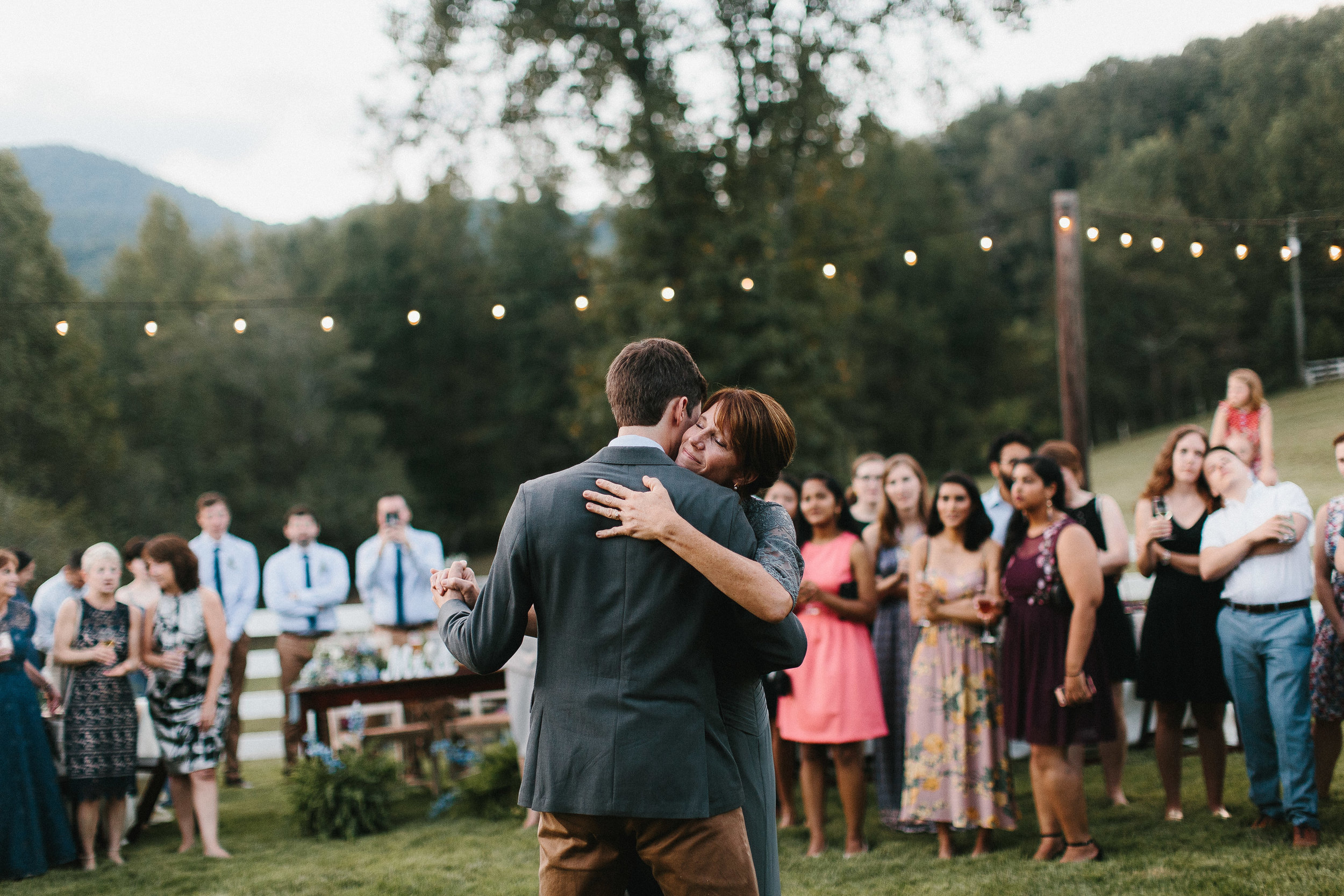 cleveland_georgia_mountain_laurel_farm_natural_classic_timeless_documentary_candid_wedding_emotional_photojournalism_river_west_1935.jpg