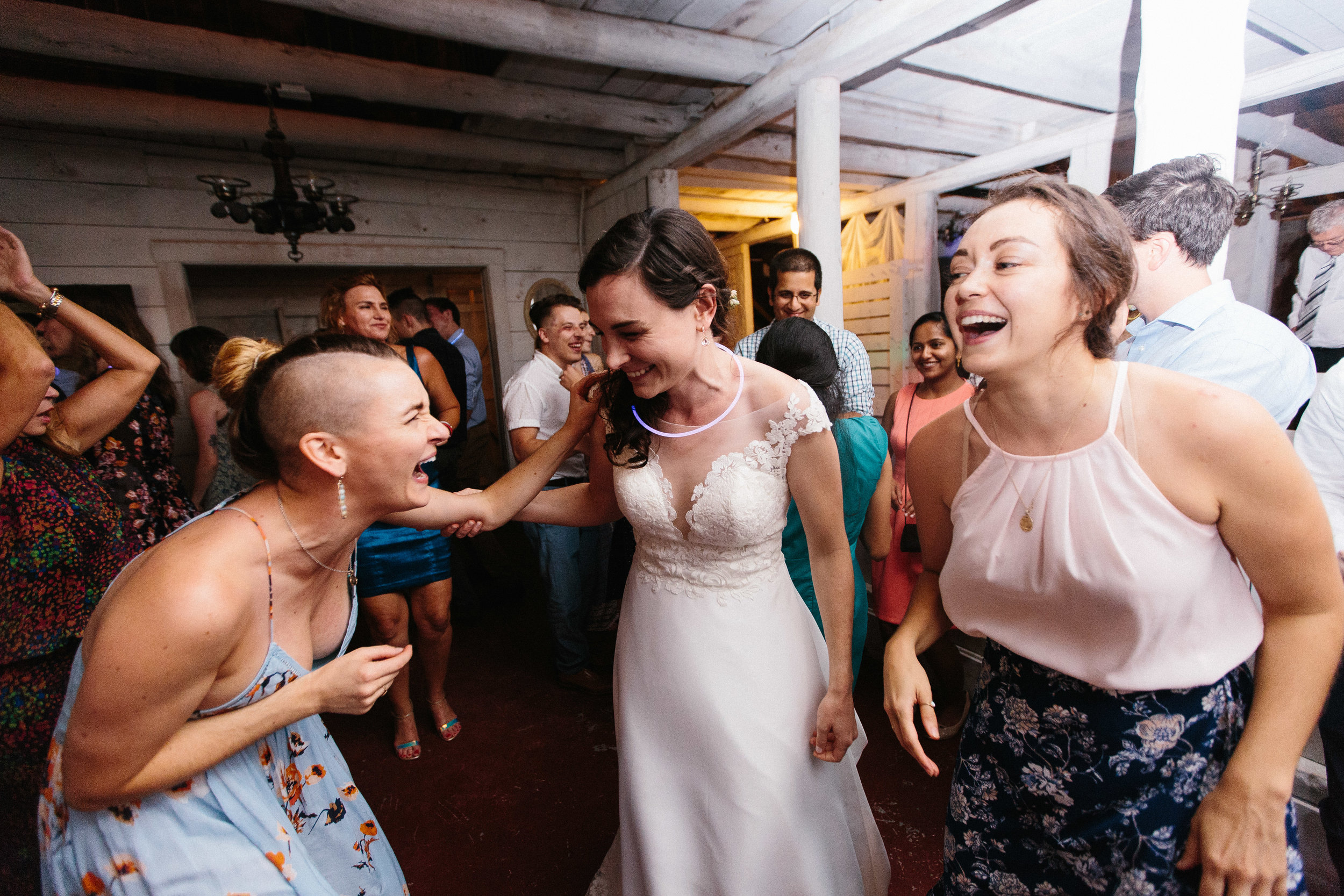 cleveland_georgia_mountain_laurel_farm_natural_classic_timeless_documentary_candid_wedding_emotional_photojournalism_river_west_2116.jpg
