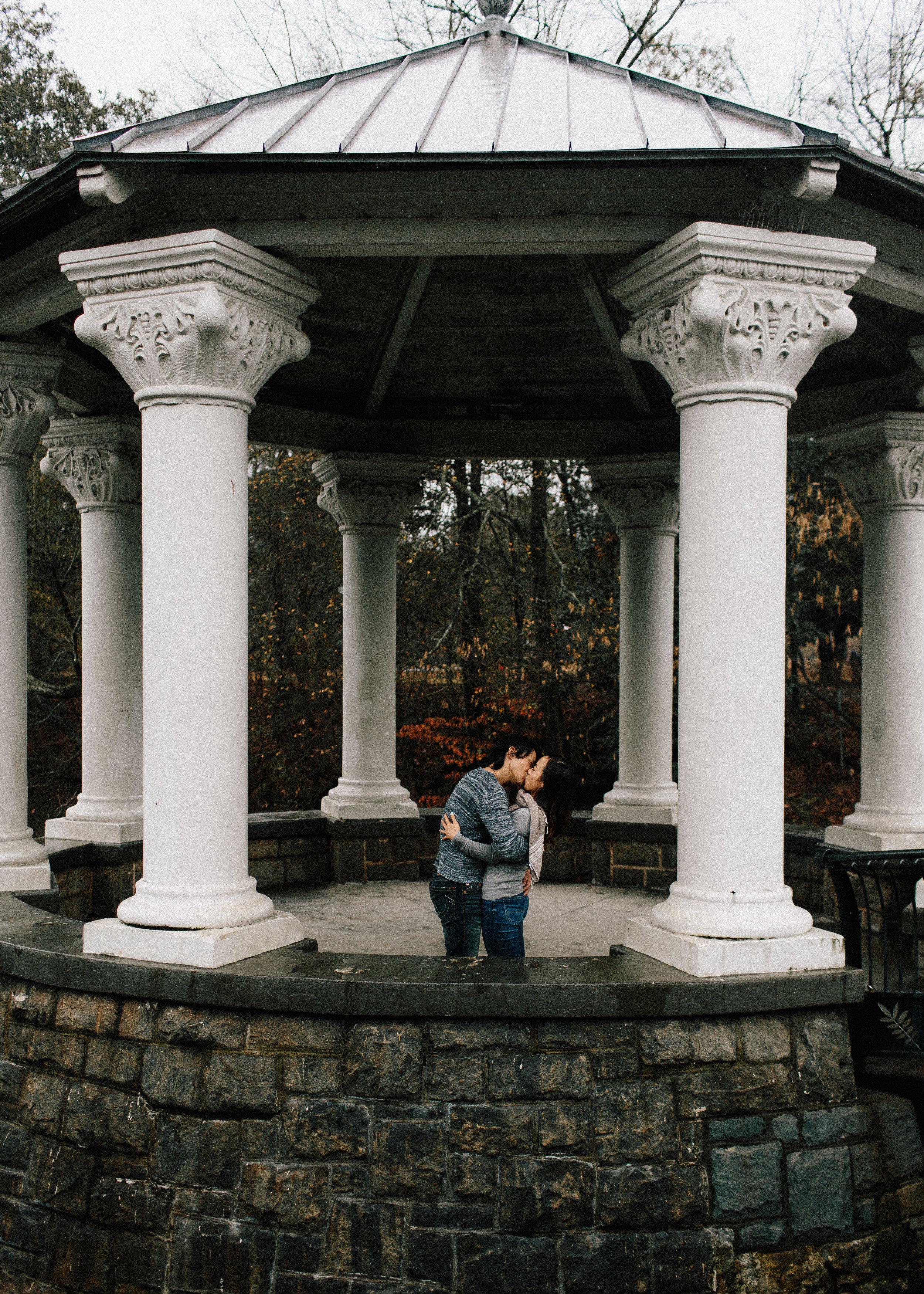 atlanta_gloomy_day_rainy_engagement_couple_lifestyle_fun_playful_artistic_georgia_photographer_2069.jpg