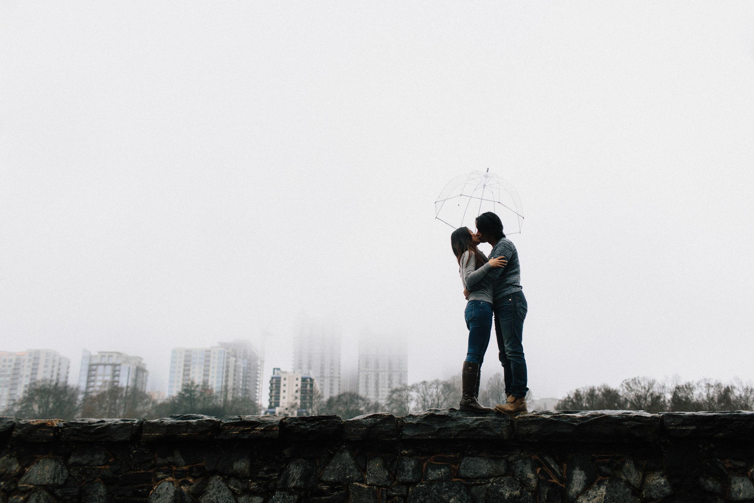 atlanta_gloomy_day_rainy_engagement_couple_lifestyle_fun_playful_artistic_georgia_photographer_2097.jpg