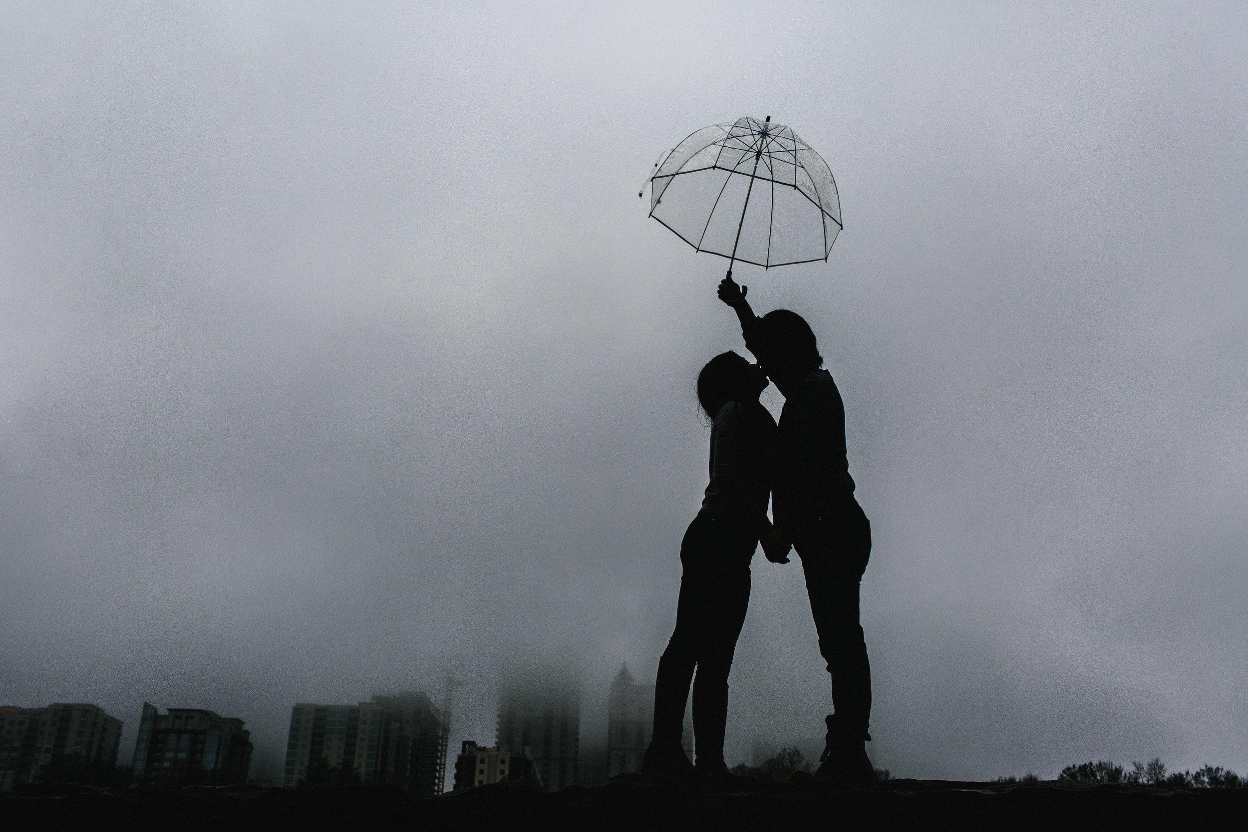atlanta_gloomy_day_rainy_engagement_couple_lifestyle_fun_playful_artistic_georgia_photographer_2103.jpg