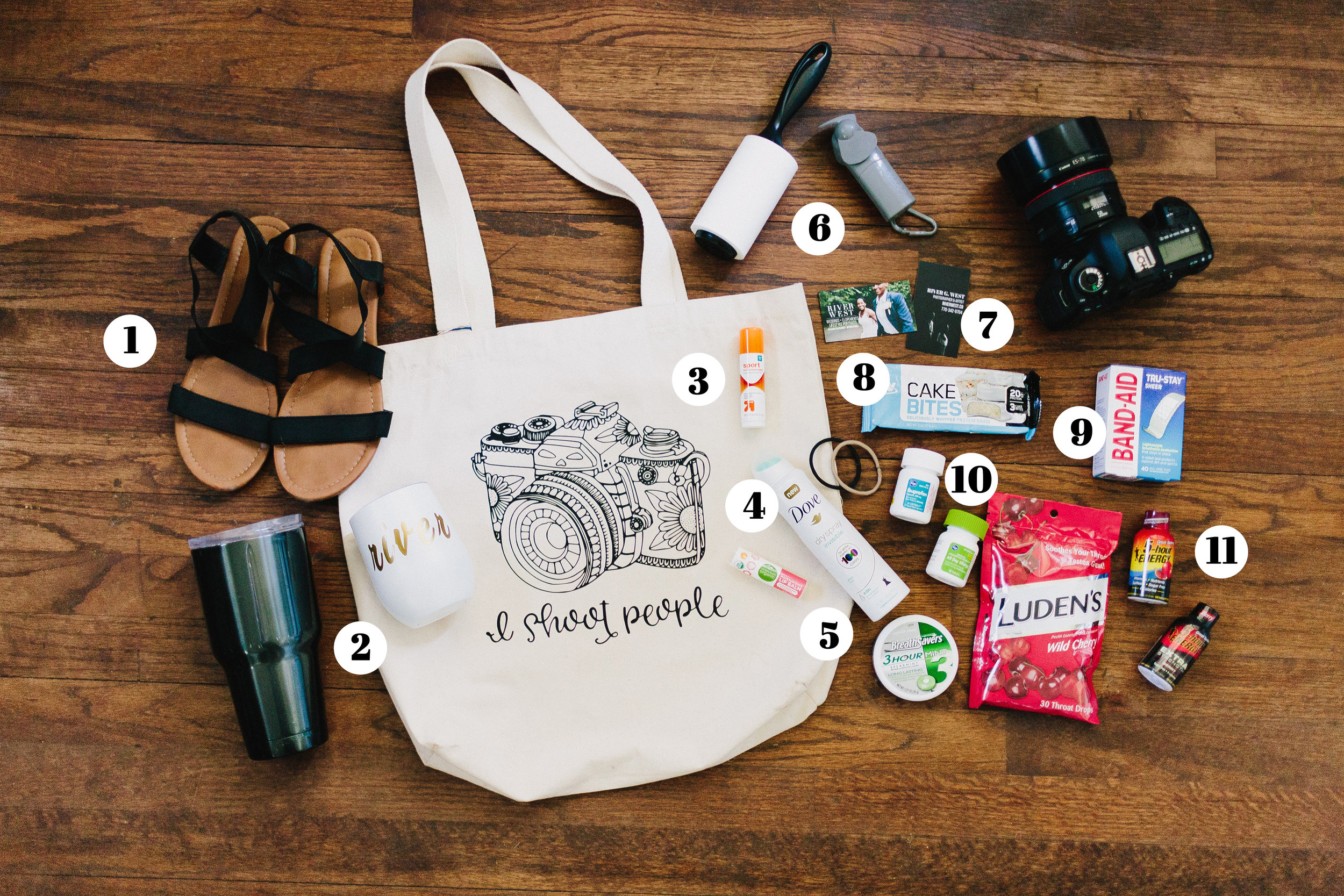 11-things-wedding-photographers-need-in-their-bag
