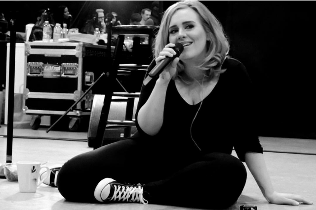 1-2-1-2...Adele kicked back during soundcheck in NYC in a pair of simple Converse All-Star sneaks. We love her.