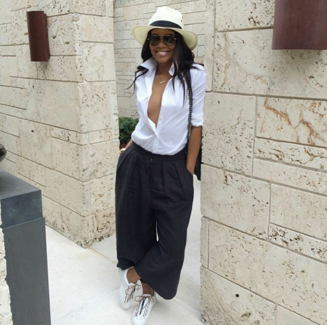 We love Gabby Union. The actress kept it easy and breezy in a plunging button up, wide-leg chinos, and a pair of low top lace ups. Sneaker style on win.