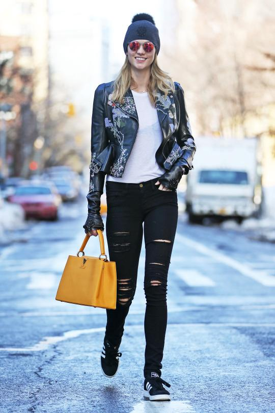 Karlie Kloss returned to our gallery  earlier this week in awesome fashion, wearing her favorite adidas Campus sneakers. So cute!