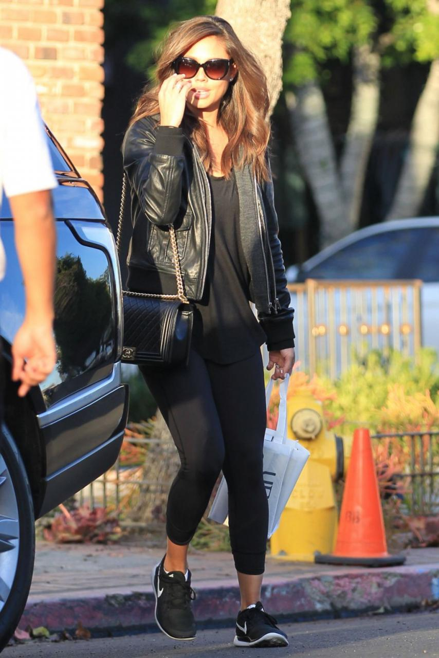 Vanessa Lachey (formerlly Minnillo) kept it cute and casual in a leather jacket, a coveted Chanel Boy Bag, and a pair of the Nike Free 4.0.
