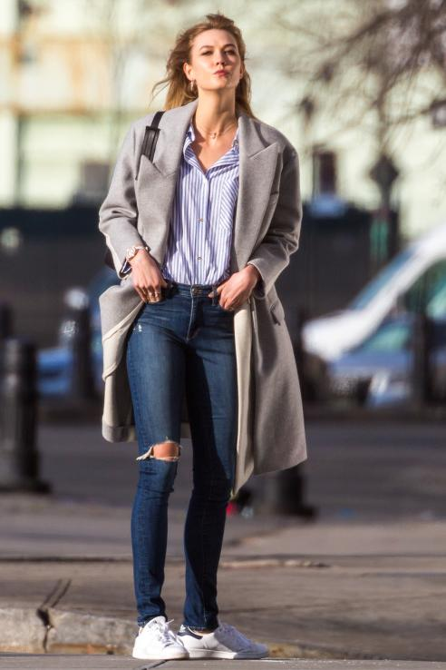 Karlie Kloss, style goddess, blew kisses in NYC wearing Adidas Originals Stan Smith Sneakers and Stella McCartney Curtis Oversized Two-Tone Wool-Blend Felt Coat. Loving this look.