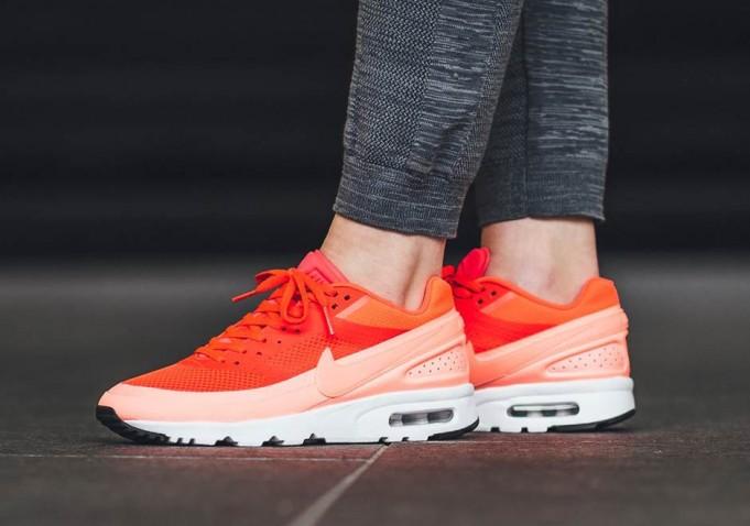 Nike-Air-Classic-BW-Women-1-681x478.jpg