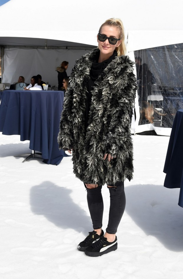 More from Puma as Ashlee Simpson paired an epic coat and skinnies with her FENTY x Puma Creepers at the Ski & Smile Challenge in Utah over the weekend.