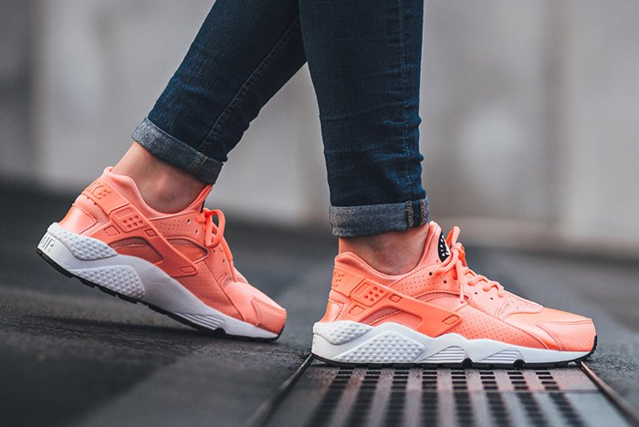 nike-air-huarache-atomic-pink-5.jpg