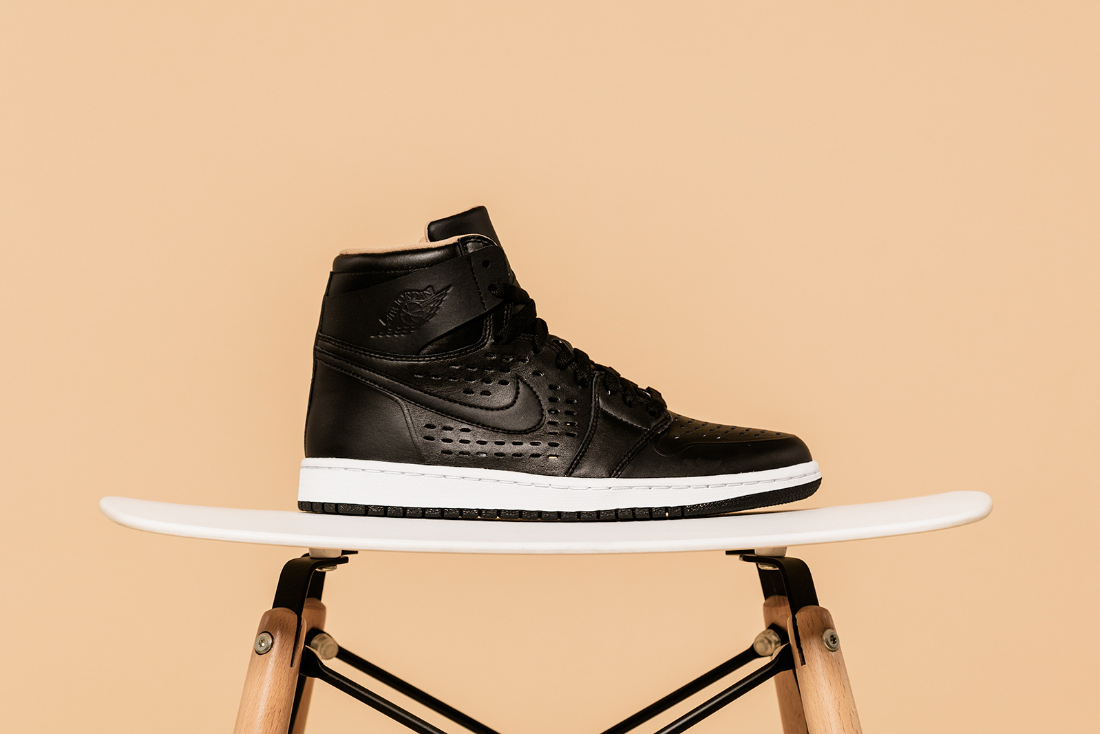 air-jordan-1-retro-high-perf-03.jpg