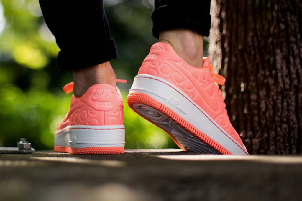 nike-air-force-1-upstep-se-atomic-pink-2.jpg