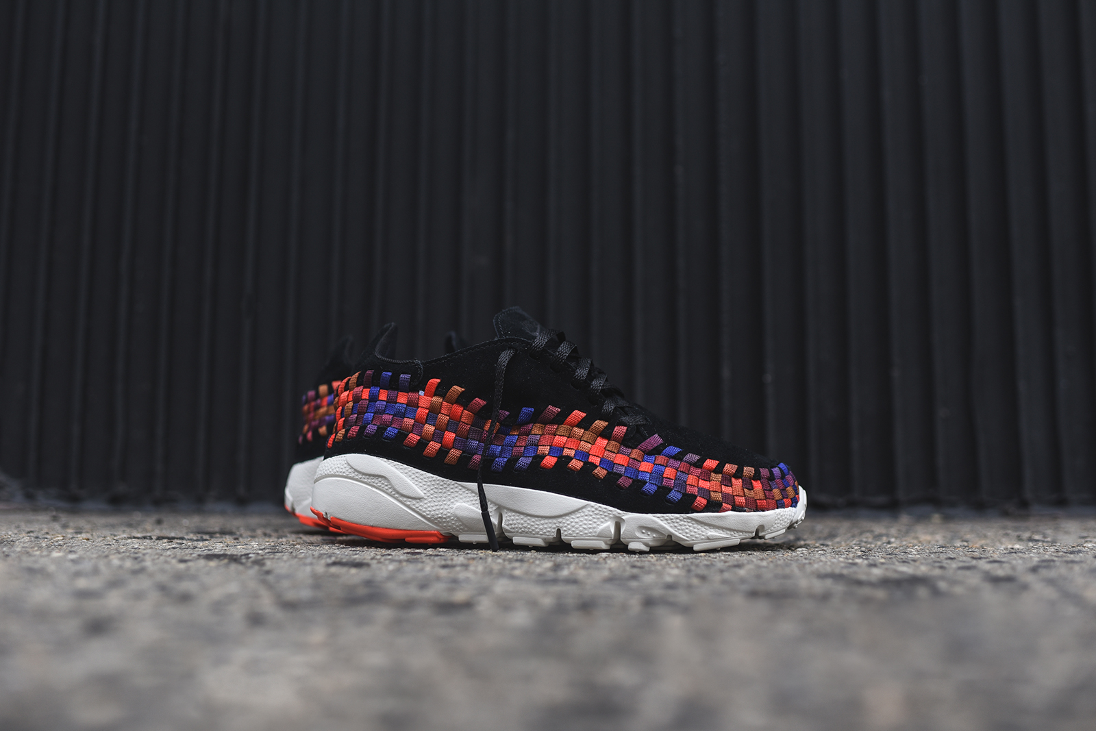 NIke_Footscape_Woven_Pack_Black_1.jpg