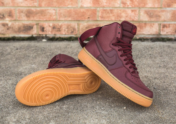 nike-wmns-air-force-1-hi-se-night-maroon-860544-600-3-620x435.jpg